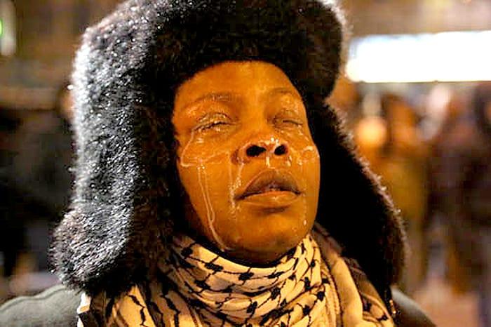 ESPOSIZIONE B Paris Woman usa il latte Thabo Jaiyesimi