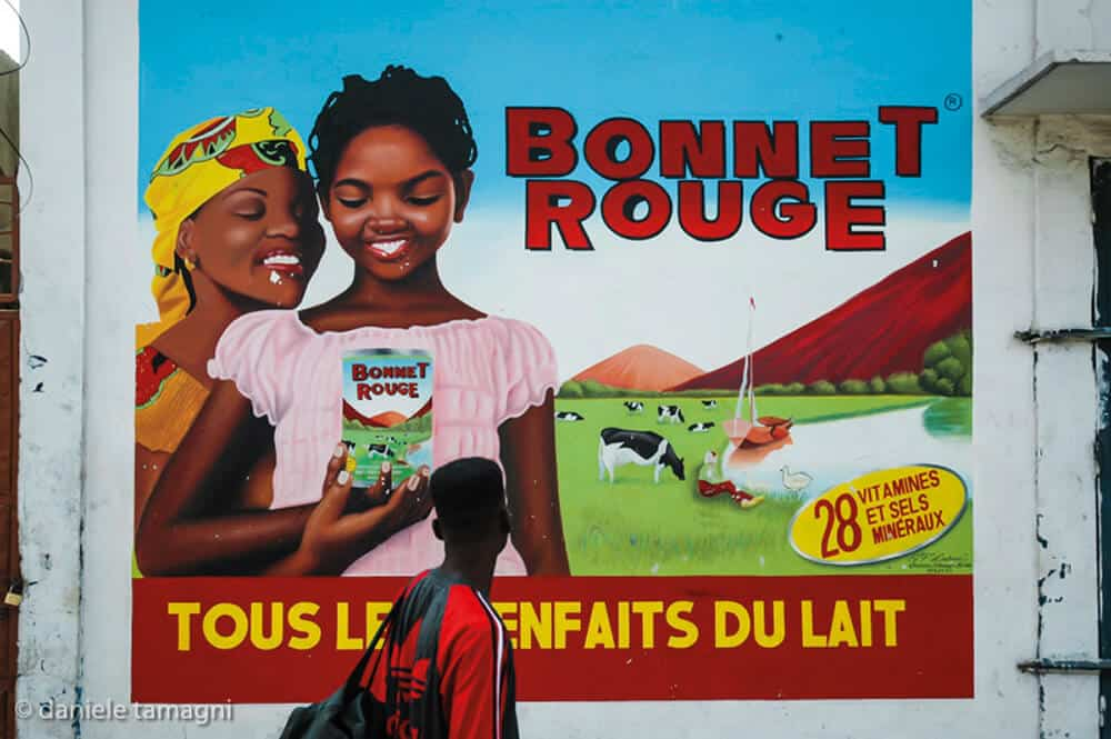Daniele Tamagni, BONNET ROUGE from the series AFRICAN BRANDS WALLS, Brazzaville ( Congo), 2006. Courtesy of LagosPhoto Festival.
