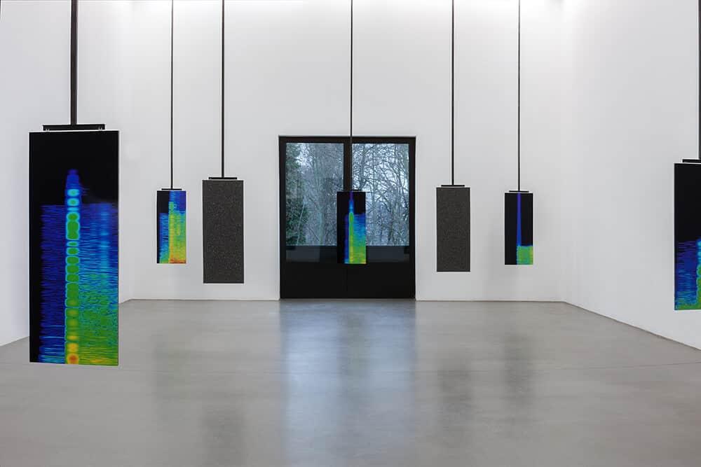 Lawrence Abu Hamdan, Earshot (vista de la exposición), 2016. Portikus, Frankfurt / Main. Fotografía: Helena Schlichting. Cortesía de Portikus, Frankfurt / Main y Maureen Paley, Londres