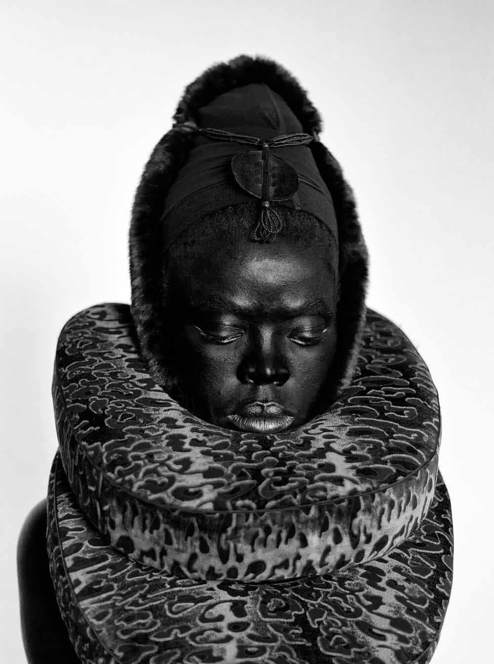 Zanele Muholi, Somnyama III, Paris, 2014. © Zanele Muholi. Courtesy of Stevenson, Cape Town/Johannesburg.
