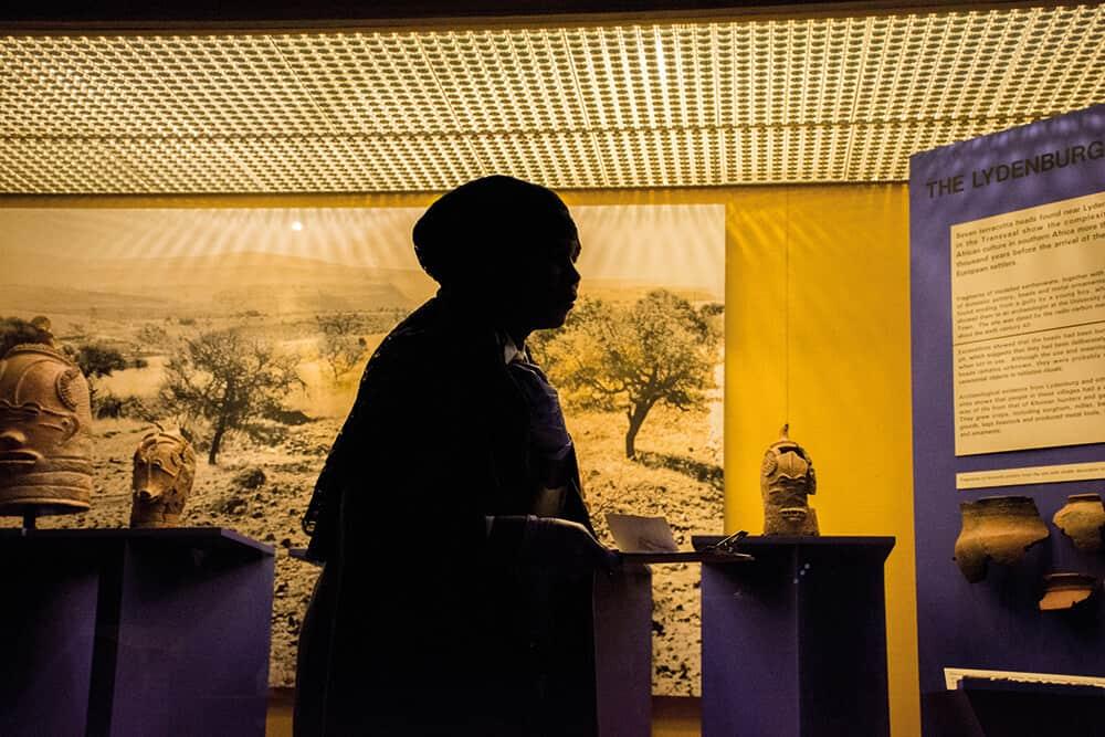 Babalwa Makwetu during the performance of Ndabamnye neenkumbulo nemiphefumlo enxaniweyo (I became one with memories and thirsty souls), 2017. © Tina Hsu