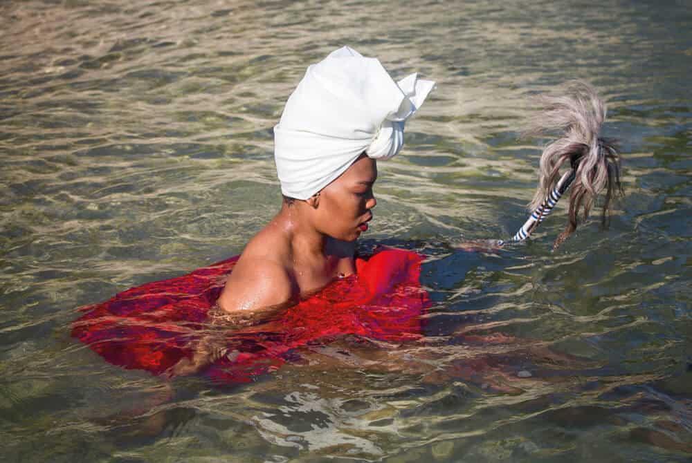 Lhola Amira, Sinking, Xa Sinqamla Unxubo, 2018. Courtesy of the artist & SMAC gallery Cape Town/Johannesburg.