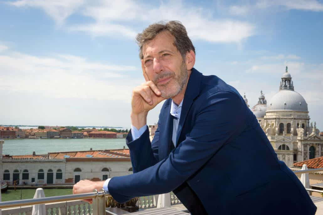 Curatore Ralph Rugoff della Biennale di Venezia 2019. Foto di Andrea Avezzu. Per gentile concessione della Biennale di Venezia