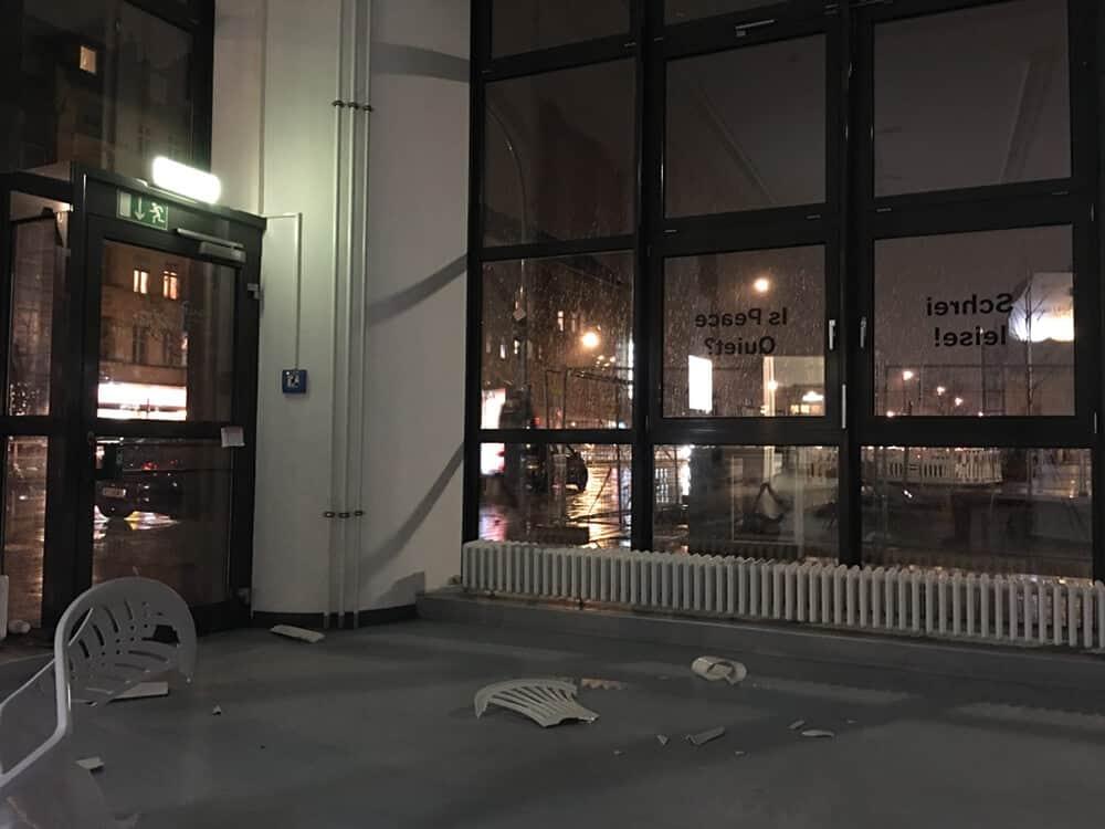 Abrie Fourie, visita al estudio: Schrei leise! Is Peace Quiet ?, 2018. Intervención: participación pública Galerie Wedding, Berlín.