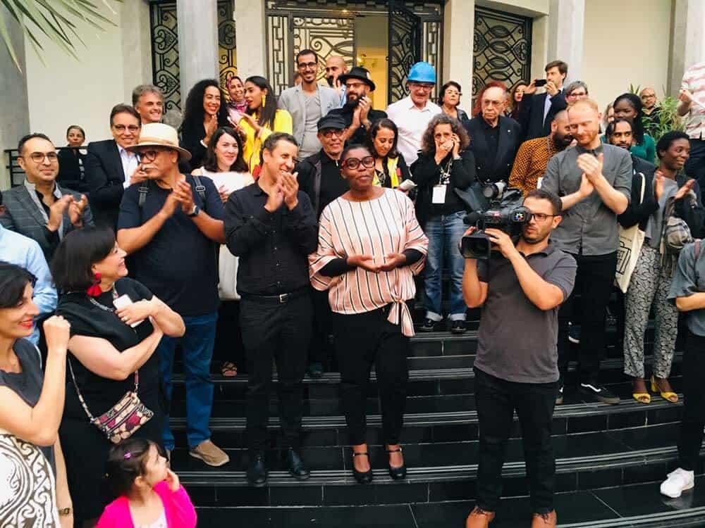 Vernissage 4ª Bienal Internacional de Casablanca en Villa des Artes; discurso de apertura de la directora artística Christine Eyene (centro).