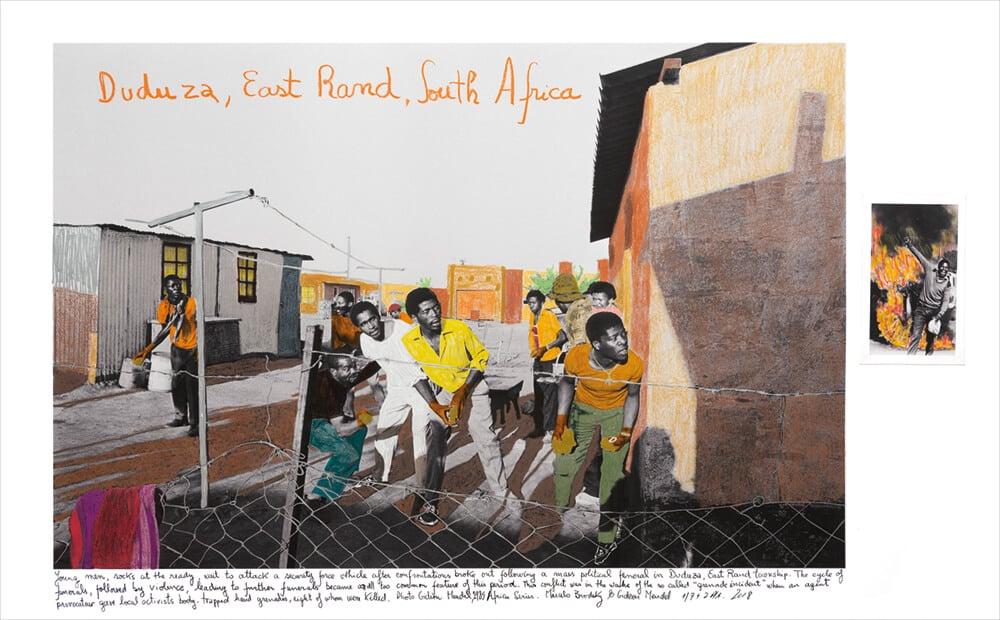 Marcelo Brodsky in Zusammenarbeit mit Gideon Mendel, Duduza, Südafrika, 1985, 2018, Druck mit harter Pigmenttinte auf Hahnemühle-Papier, 65 x 100 cm. Alle Bilder mit freundlicher Genehmigung des Künstlers & ARTCO Gallery.