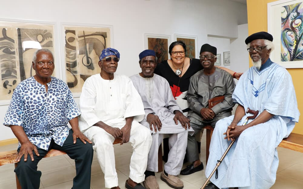(Von links nach rechts) JP Clark, Yusuf Grillo, Oseloka Osadebe, Sandra Mbanefo Obiago, Bruce Onobrakpeya und Demas Nwoko.