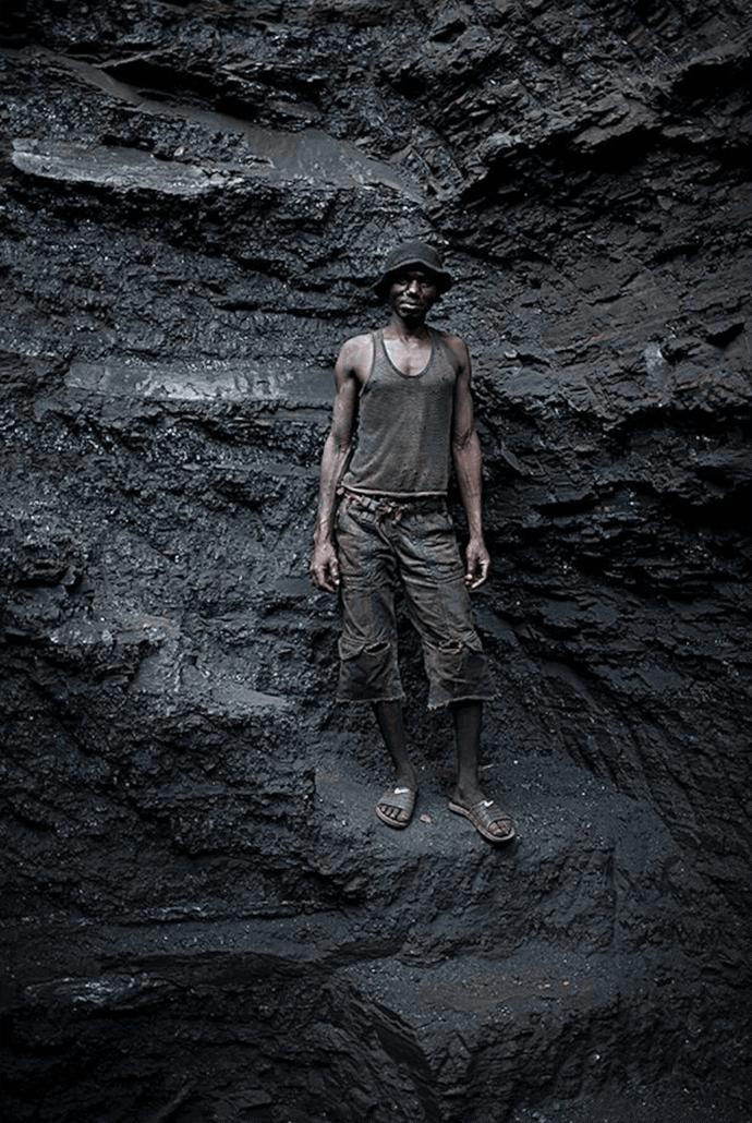 Mauro Pinto, 'Onde as pessoas não importam' de la serie BlackMoney, 2017. Cortesía del artista.