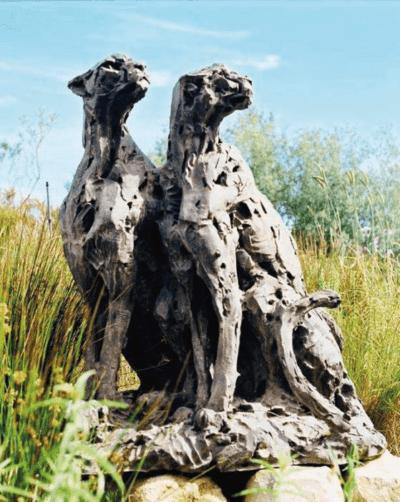Dylan Lewis, Pareja de guepardos sentados, Edición AP3. Imagen cortesía de Kent Andreasen.