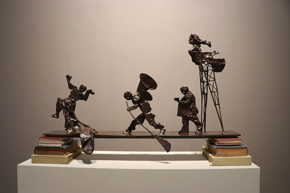 Bridge, 2001. Bronze sculptures and books, 93.5 x 57,5 20,5cm. © Brendon Bell-Roberts & ART AFRICA.