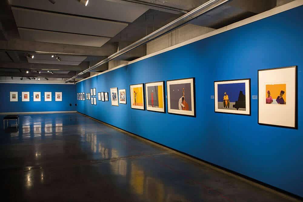 """Colpo dell'installazione di """"Leeto: la stampa in retrospettiva di Sam Nhlengethwa"""". Tutte le immagini per gentile concessione di Wits Art Museum."""