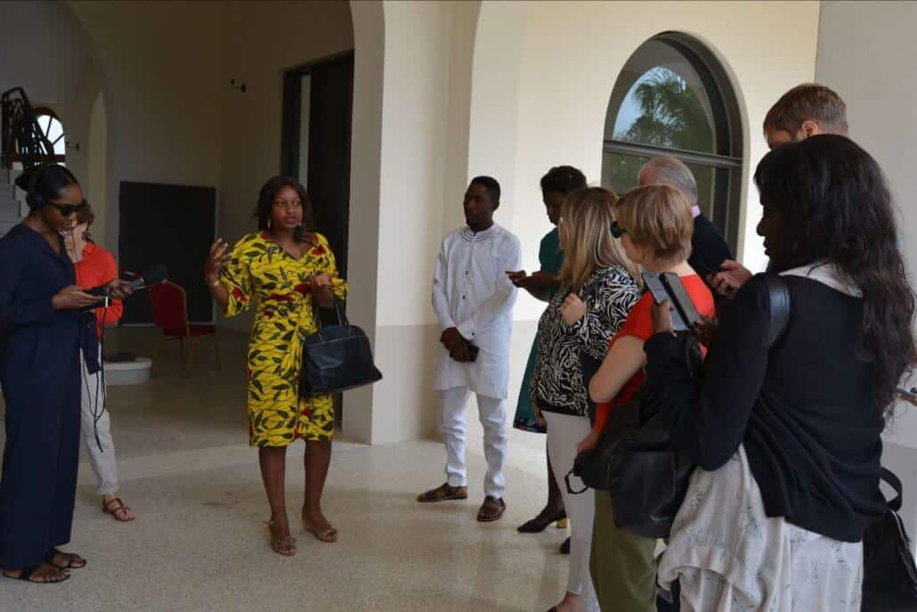 Director Sonia Lawson takes journalists on a guided tour of the exhibition. ©ART AFRICA/Suzette Bell-Roberts.
